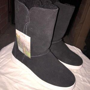 BearPaw women size 8 NWT taller boots calf height